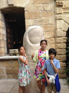 Kids with César thumb